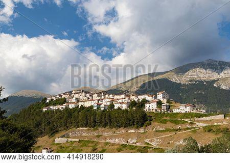 Casette Asismiche, National Park of Abruzzo, Lazio and Molis, Italy