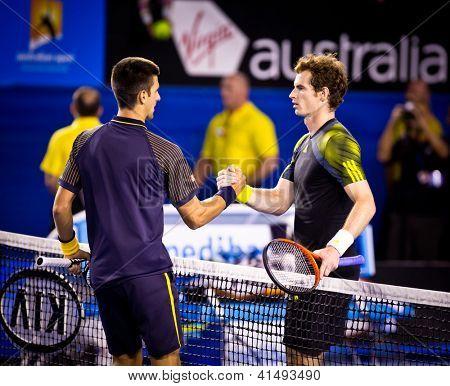 MELBOURNE - 27 janvier : Novak Djokovic de Serbie (L) dans son 2013 Australian Open Championship Final
