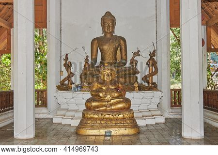 Phayao, Thailand - Dec 13, 2020: Gold Sangkajai Buddha Statue And Buddha And Carved Wood Dragon In W