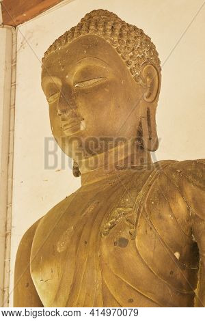 Phayao, Thailand - Dec 13, 2020: Portrait  Zoom View Front Left Buddha Statue In Sanctuary In Wat An