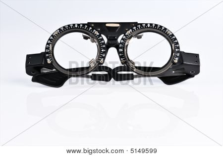 The Frame To Adjust The Lens Optometry