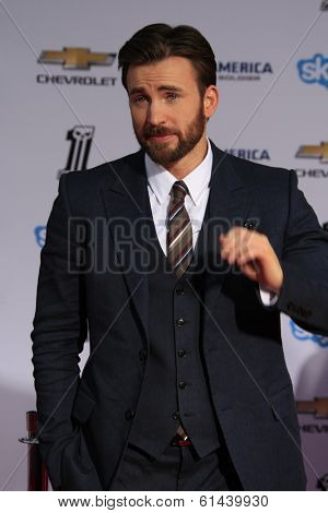 """LOS ANGELES - MAR 13:  Chris Evans at the """"Captain America: The Winter Soldier"""" LA Premiere at El Capitan Theater on March 13, 2014 in Los Angeles, CA"""