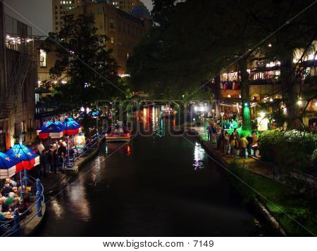 Dining On The River Walk