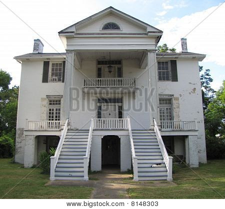 Antebellum Home Neglected