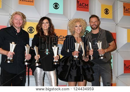 LAS VEGAS - APR 3:  Philip Sweet, Karen Fairchild, Kimberly Schlapman, Jimi Westbrook, Little BIg Town at the 51st ACM Awards at the MGM Grand Garden Arena on April 3, 2016 in Las Vegas, NV