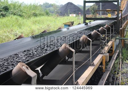 Black coal shipped from stockpiles to barges