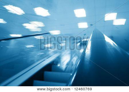 Rolltreppe-Transport
