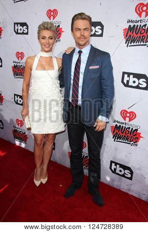 LOS ANGELES - APR 3:  Julianne Hough, Derek Hough at the iHeart Radio Music Awards 2016 Arrivals at the The Forum on April 3, 2016 in Inglewood, CA