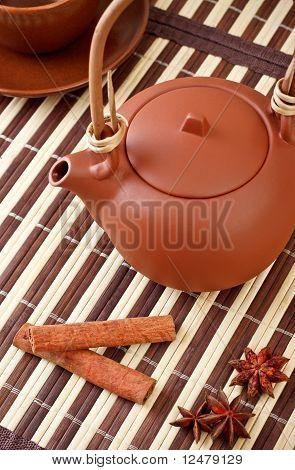 Tee mit zimtstangen und Sternanis