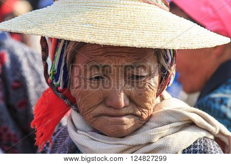 Heqing, China - March 15, 2016: Chinese Woman In Ancient Attire During The Heqing Qifeng Pear Flower