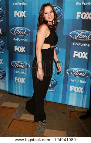 LOS ANGELES - APR 7:  Kara DioGuardi at the American Idol FINALE Arrivals at the Dolby Theater on April 7, 2016 in Los Angeles, CA