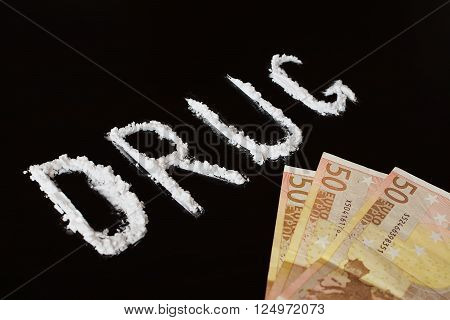 Text drug with cocaine powder and money