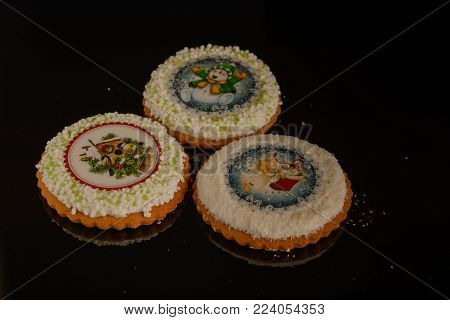 Tasty biscuits with glaze and picture for cristmas.
