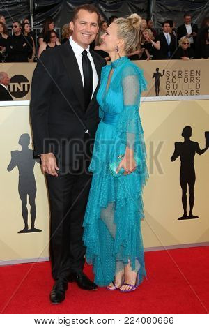 LOS ANGELES - JAN 21:  Scott Stuber, Molly Sims at the 24th Screen Actors Guild Awards - Press Room at Shrine Auditorium on January 21, 2018 in Los Angeles, CA