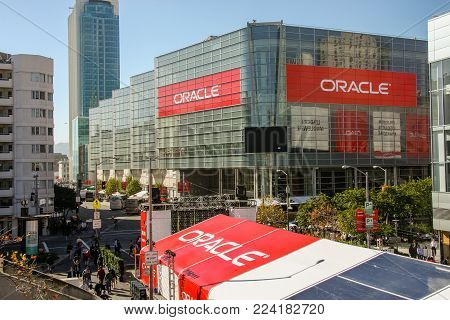 SAN FRANCISCO, CA, USA - NOV 13, 2007: Attendees of Oracle Open World conference go to  Moscone Center on Nov 13, 2007 in San Francisco, CA, USA.