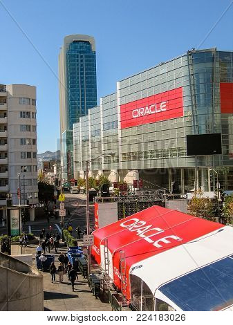 SAN FRANCISCO, CA, USA - NOV 11, 2007: Attendees of Oracle Open World conference go to  Moscone Center on Nov 11, 2007 in San Francisco, CA, USA.