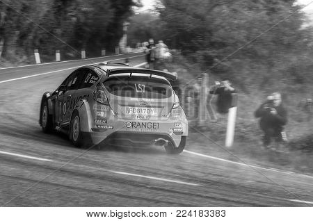 SANMARINO, SANMARINO - OTT 21, 2017 : FORD FIESTA R5  in old racing car rally THE LEGEND 2017 the famous SAN MARINO historical race