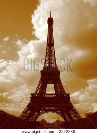 La Tour Eiffel  In Sepia