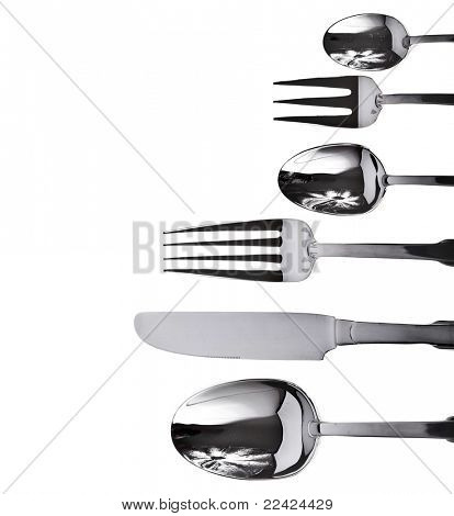 forchetta, coltello e cucchiaio su sfondo bianco