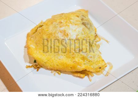 Thai noodle dish Pad Thai with prawns and omelet.