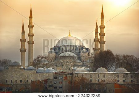 The sun sets above the impressive Suleymaniye Mosque. one the most famous architectural achievements of Sinan, reminder of the glorious imperial past