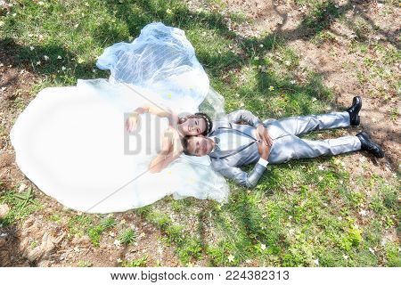 Asian Couple Photographed Before Marriage Is Pre-wedding On Koh Si Chang Island Popular Locations In