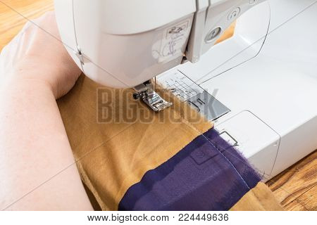 workshop on sewing a patchwork scarf - needlewoman stitches the silk shawl with sewing machine