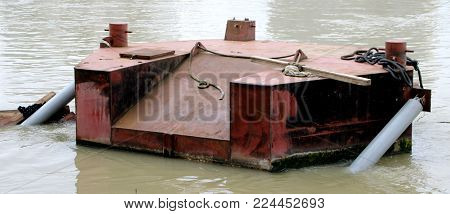 a pontoon surrounded by the waves,flood of the seine