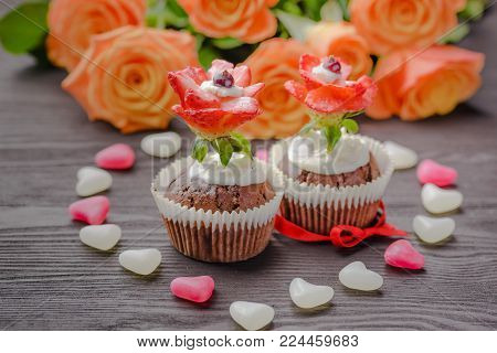 muffins festive,baking for Valentine's Day,The 14th of February,muffins for holidays,muffins for Valentine's Day,muffins with the symbolism of the heart,homemade baking,muffins decorated,muffins