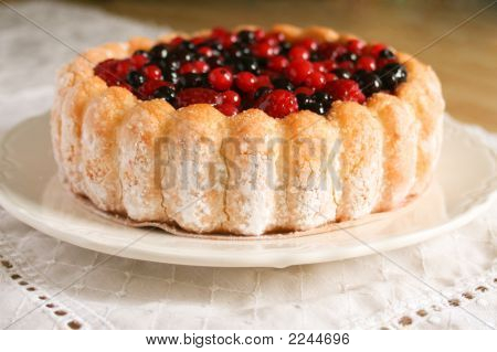 Berry Sponge Cake Close