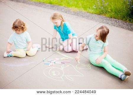 Adorable Little Girl Drawing With Felt-tip Pens Outdoors, Closeup. Summer Leisure. Talantes Kids, Ea