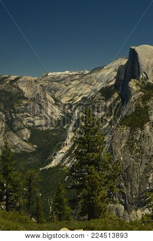 Wonderful Views Of The Half Dome From The Highest Part Of One Of The Mountains Of Yosemite National Park. Nature Travel Holidays. June 29, 2017. Yosemite National Park. Mariposa California. USA. EEUU
