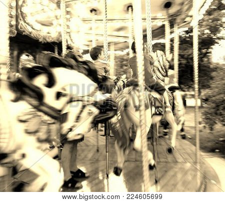 Attraction Of Fair Of The Ponies In Gyratory Movement With Two Children Mounted With The Approach In