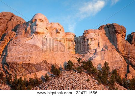 Sunrise at Mount Rushmore National Monument in the Black Hills of South Dakota, USA.