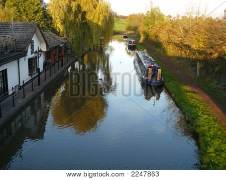 Canalside Pub And Canal Boats