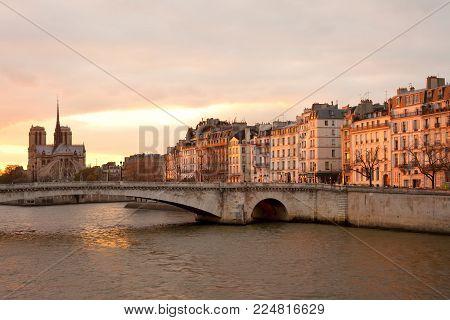Apartments on Ile Saint Louis, Notre Dame Cathedral on Ile de la Cite and Pont de la Tournelle over Seine river, Paris, France
