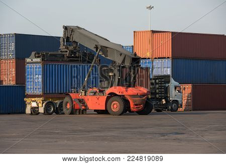 20ft container lift up load truck In the railway container shipping district