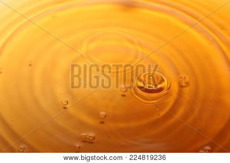 bursts and patterns from falling drops of liquid