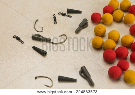 Baits, hooks , ledcor, prepare tackle tackle for carp fishing
