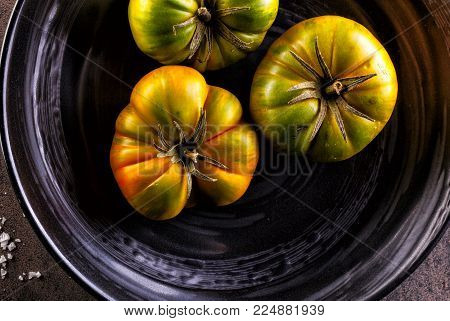 Homegrown bio tomatoes in a ceramic bowl.