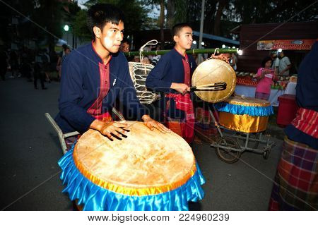 Bangkok Thailand - January 25 , 2017 : Unidentified The Drum Player Hitting Traditional Thai Drum Da