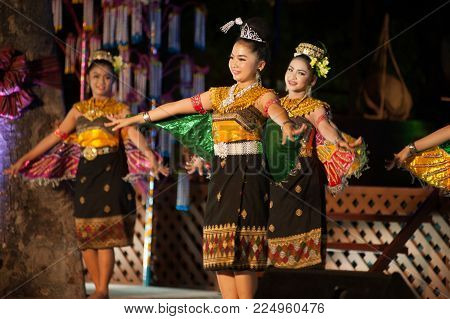 Bangkok Thailand - January 26 , 2017 : Unidentified Dancer Is Kinnari Dancing Is Northeastern Tradit
