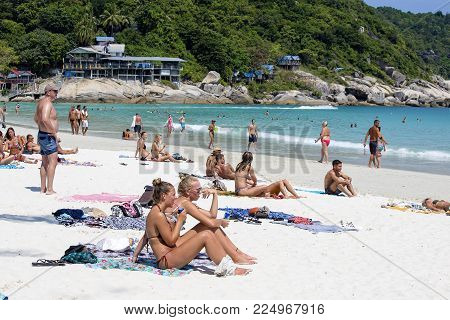 KOH PHANGAN, THAILAND - JANUARY 30, 2018 : Haad Rin beach before the full moon party. Unidentified people arrived on the island of Koh Phangan, to participate in the Full Moon party