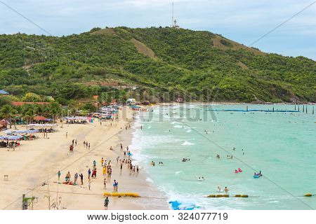 2019 September 06. Pattaya Thailand. Clowd Of Tourists Enjoying With Natural Sea Wave On The Beach A