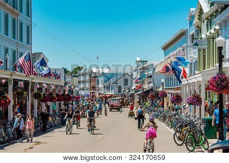 Mackinac Island Mi /usa - July 9th 2016: The Busy Streets Of Downtown Mackinac Island Michigan