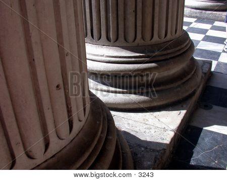 Close Up Columns