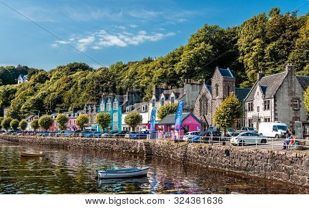 Tobermory / Uk - August 25 2019: View Of The Waterfront. Tobermory Is The Capital Of Mull, And Until