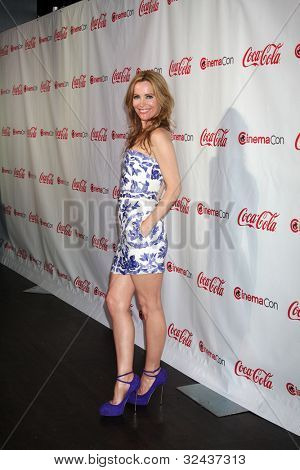 LAS VEGAS - APR 26:  Leslie Mann arrives at the CinemaCon 2012 Talent Awards at Caesars Palace on April 26, 2012 in Las Vegas, NV