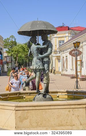 Feodosia, Crimea, Russia - September 11, 2019: Monument To A Couple Under An Umbrella, In The Pedest