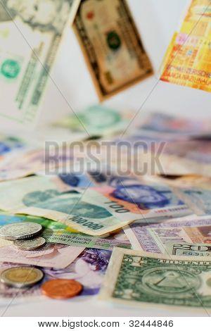 globale Währungen fallen